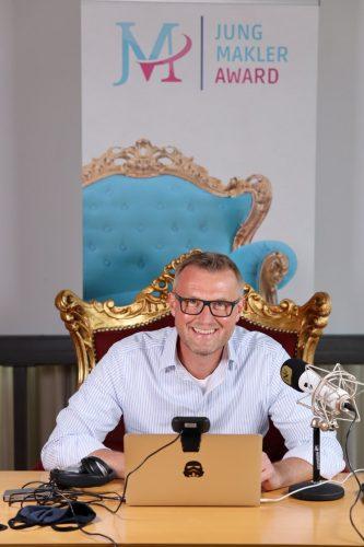Dr. Rainer Demski sendete live vom Jungmakler Finale